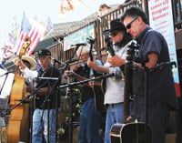 Bluegrass musicians entertain Idyllwind residents and visitors.
