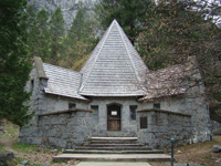 LeConte Memorial Lodge is a Sierra Club visitor and education center.