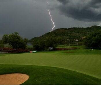 Lightning-on-a-golf-course.jpg