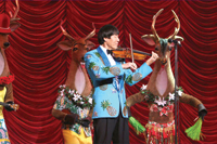 Violinist Shoji Tabuchi stages a Christmas show at this theater.