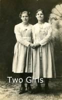 b2ap3_thumbnail_ARLINETwo-Girls-Disfarmer.jpg