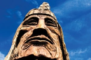 Waokiye, a 40-foot-high statue by Peter (Wolf) Toth, stands at the museum.