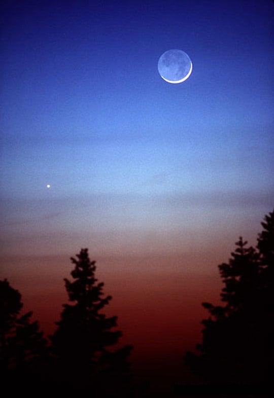 Crescent Moon, Earthshine, Venus Copyright 1989 Jerry Lodriguss Nikkor 300mm f/2.8 ED lens Kodachrome 64 exposure unrecorded June 4, 1989 Sunspot, NM
