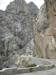 Kings-Canyon-carved-cliff-road