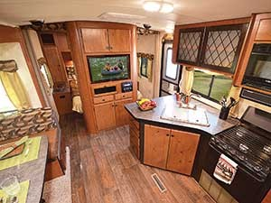 Northwood-Snow-River-travel-trailer_interior