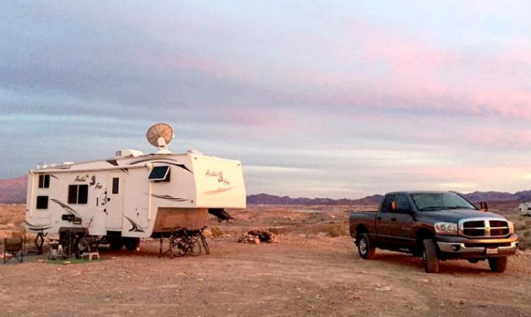 pros and cons of full-time RVing