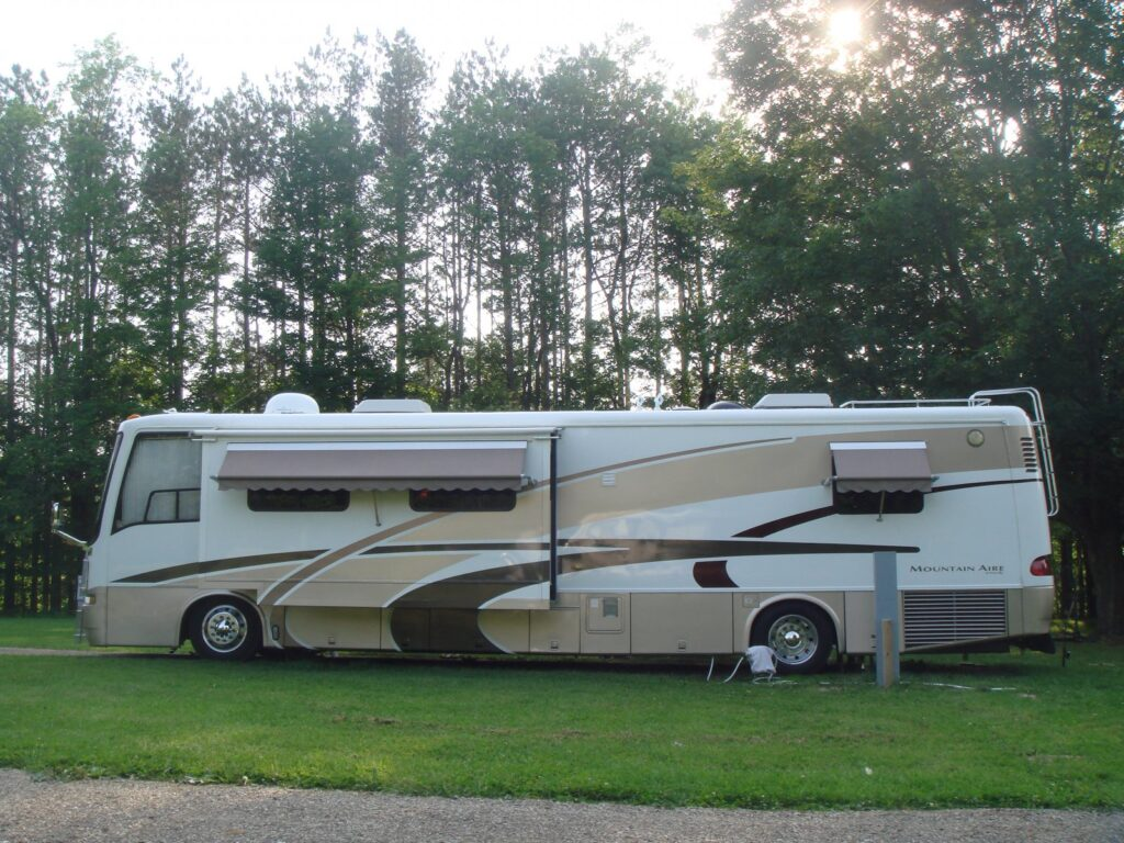 Keep Your RV Looking Good As New With A Wax Replacement Spray