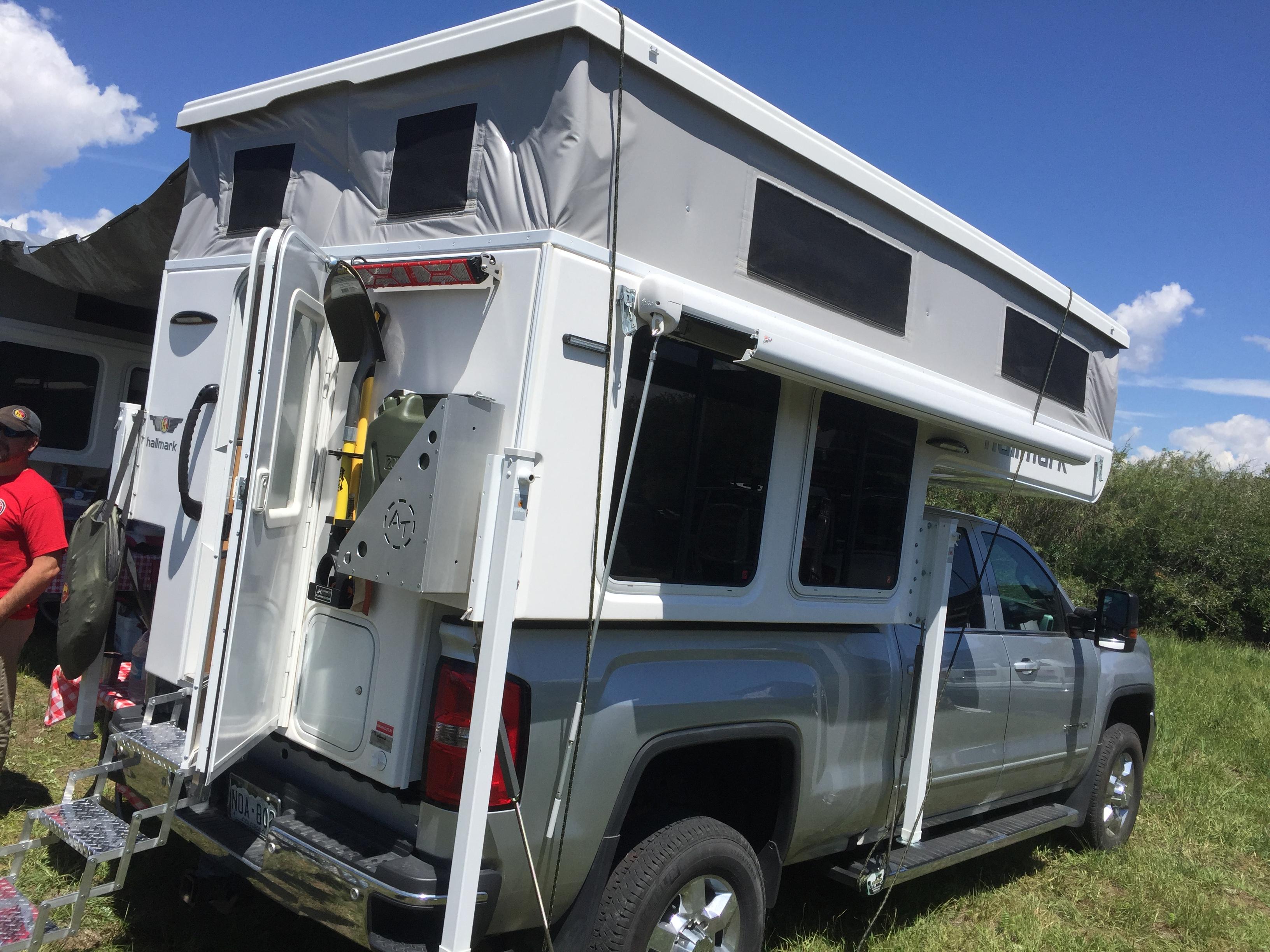 Pop-up overlanding camper