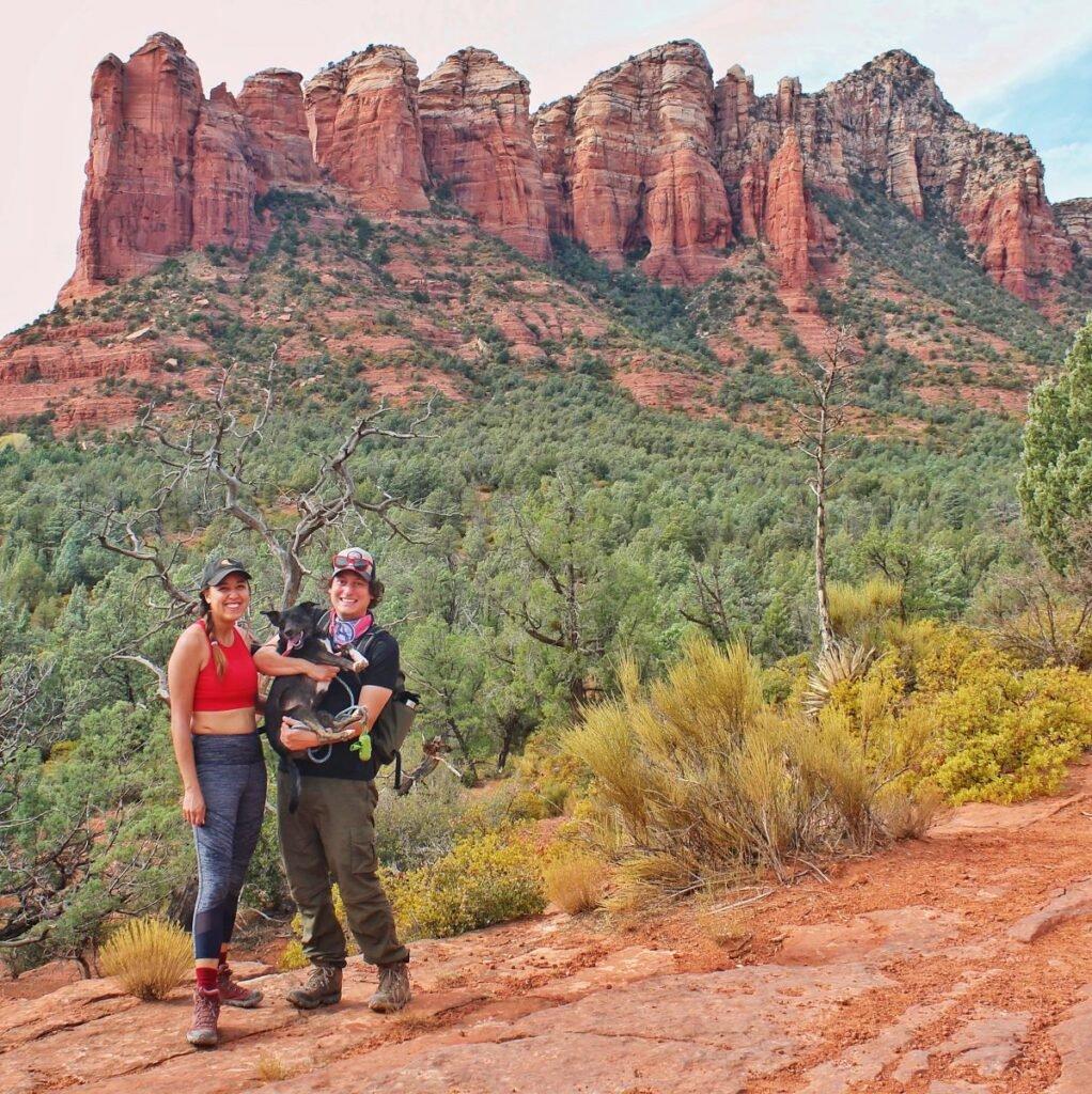 Couple hiking @thetasteforadventure