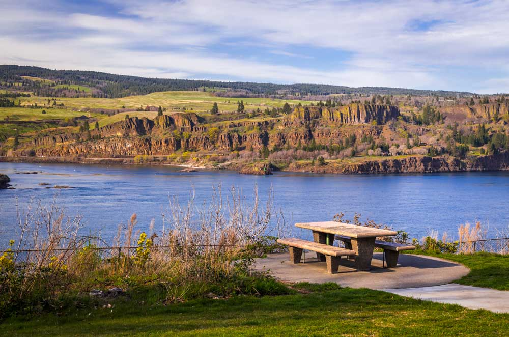picnic table in Memaloose State Park overlooking the Columbia River